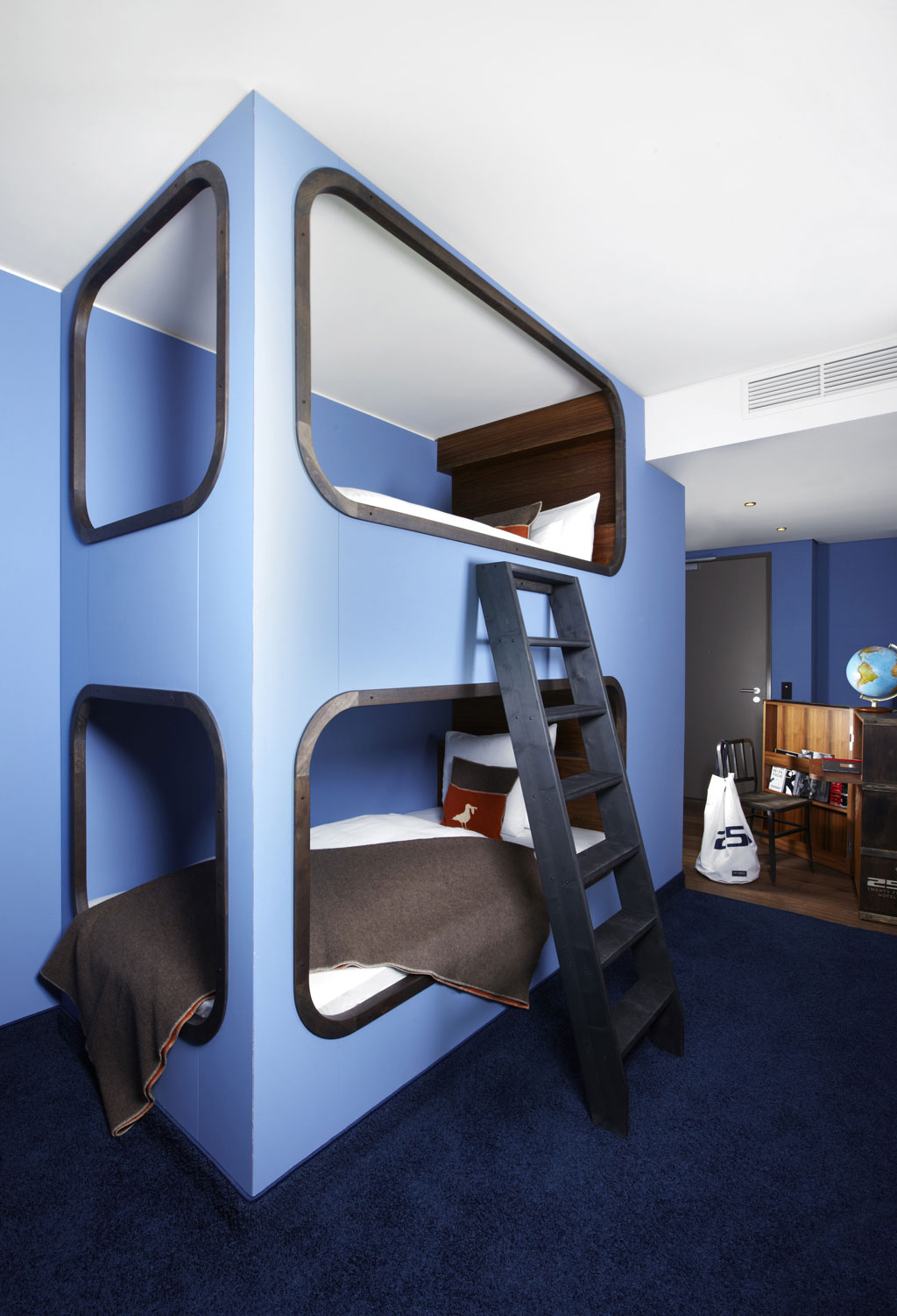 25hours hotel hamburg hafencity trips4kids. Black Bedroom Furniture Sets. Home Design Ideas