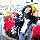 Elizabeth Street stylische Mum mit Kind