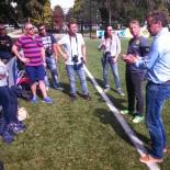 AIDA Fussball Camp Ajax Amsterdam: Gruppenbild der Eltern mit Alfred Nijhuis; Bild - AIDA Sven Ehricht