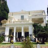 Achilleion Palace: Frontansicht mit Eingang, Bild: Sven Mueller