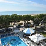Adria: Pool im Hotel Miramare; Bild: Nehro Karim-Vodicka