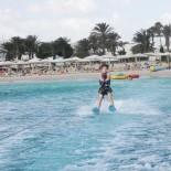 Club Aldiana Tunesien: Wasserskifahrt; Bild: Adrienne Friedlaender