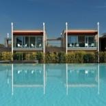 Aqualux Garden Suites mit Blick auf Garten mit Pool