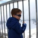 Alpenrose, Lermoos: Kind an der Zugspitzplattform; Bild: Andrea Fischer www.trips4kids.de