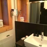 Modernes Design: Badezimmer im Blockhaus