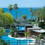 Bahia Kempinski Hotel: Pool mit Bar; Bild: PR Kempinski