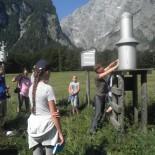 Wandern Berchtesgaden - Clara auf Exkursion