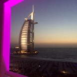 Burj al Arab by night: Unfassbar cooler Blick vom Balkon ...