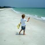 Kind auf Insel