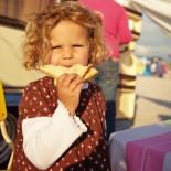 Kind mit Toast Foto: Julia Hoersch