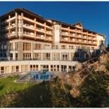 Hotel Cristallo: Aussenansicht im Sommer; Bild: PR Hotel Cristallo
