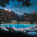 Hotel Crowne Plaza Rom - Außenansicht bei Nacht