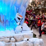 Magic Circus Hotel Paris - Christmas Parade in Disneyland