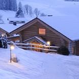 Blockhäuser Woodridg, Einzelhaus im Schnee  Fotos:: LUXURY CHALETS WOODRIDGE