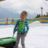 Schnee im Sommer! Paul testet die Sommerschneewelt Fiis ©AndreaFischer Trips4Kids