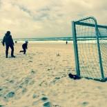 Cool: Fussball Spielen am Strand © AndreaFischer