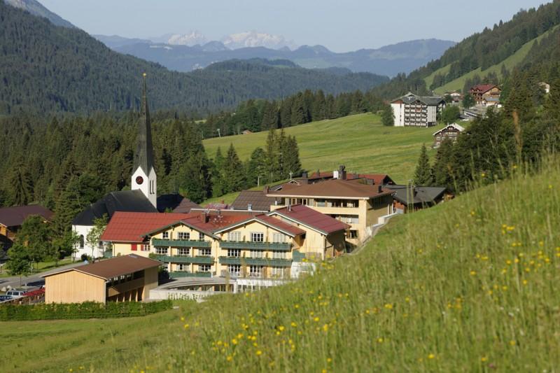 hotel hubertus alpin lodge spa balderschwang trips4kids. Black Bedroom Furniture Sets. Home Design Ideas