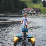 Hotel Hochschober: Ben auf dem Wasserfahrrad; Bild: Sandra Müller-Hofner