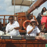 Crew am Buffet Whale Watching auf der Peter Pan