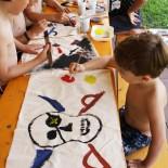 Erstmal Piraten-Flaggen malen