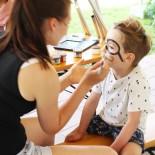 Kinderschminken: Ein Pirat braucht Augenklappe u. Bart!