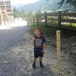 Paul ist stolz auf unseren Holzturm!