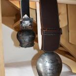 INN's Holz Chalets - Deko mit Kuhglocke