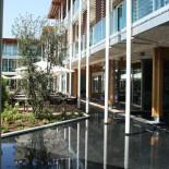Aqualux: Blick von der Lobby in den Garten