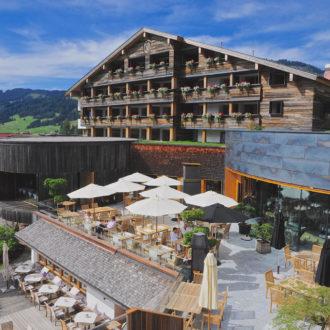 Jungbrunn_Terrassen _mit_Grill _und_Stammhaus.Bild@JungbrunnPR.jpg