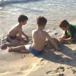 Perfekt zum Spielen: Feiner weißer Sand und Brandung Foo: Trips4Kids