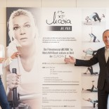 MS Europa2: Vorstandvorsitzender Hapag Lloyd Karl J. Pojer mit Maria Hoefl-Riesch; Bild: PR Hapag Lloyd