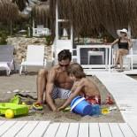 Marti Myra Kemer - Vater und Kind am Strand