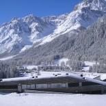 """Appartmenthaus """"Königswarte"""" im Schnee"""
