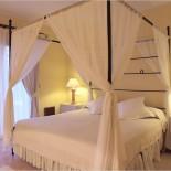 Pula Suites: Schlafzimmer mit Himmelbett ...