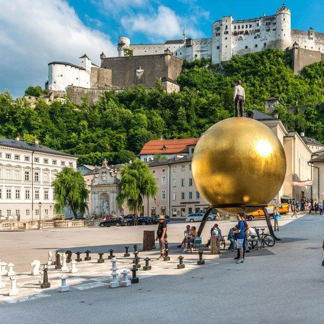Salzburg_Kapitelplatz mit Festungsblick.Bild_Salzburg_Tourismus.jpg
