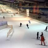 Snowdome: Skipiste mit Sessellift im Riesen-Kühlschrank ...