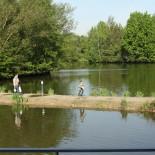 Kleiner Damm der zur Hausbootinsel führt ....