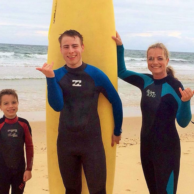 Surfschule_MaxRespect_Strand_Sait-Julie-en-Born©AndreaFischer_Trips4Kids