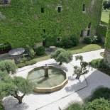 Innenhof Chateau Villarlong