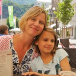 Wietererhof: Verena Carl mit Tochter, Bild: Dierk Hagedorn