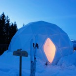 Whitepod Eco-Lodge: wunderbare Stimmung in der Dämmerung, Bild: PR Whitepod.com