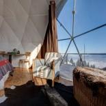 Whitepod Eco-Lodge: Zelt mit Aussicht auf die Berge; Bild: PR Whitepod.com