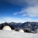Whitepod Eco-Lodge: Außenansicht mit Panorma; Bild: PR Whitepod.com