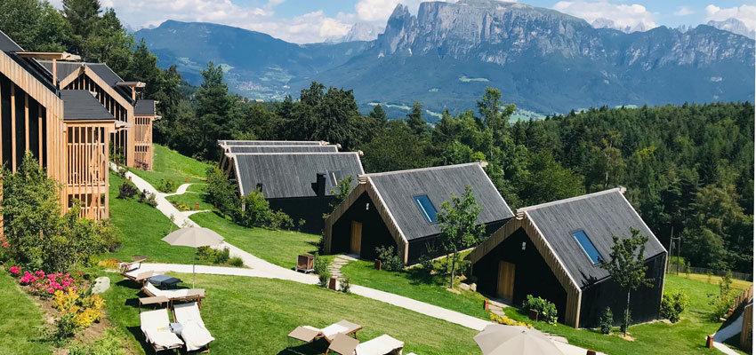 Adler Lodge Ritten Chalets im Garten
