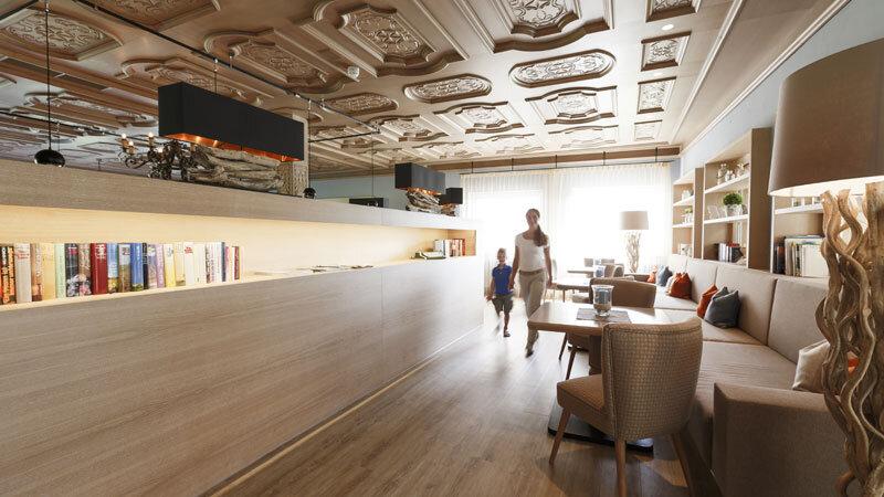 Ambiente Lobby vor Speisesaal Streklhof©TineFoto_MartinSteinthaler