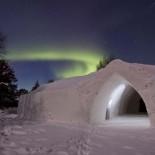 Arctic Snow Hotel Lapland mit Polarlicht