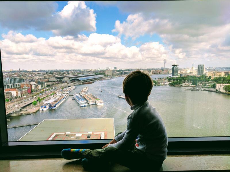 Blick vom Hotelfenster auf Hafen Moevenpick Amsterdam