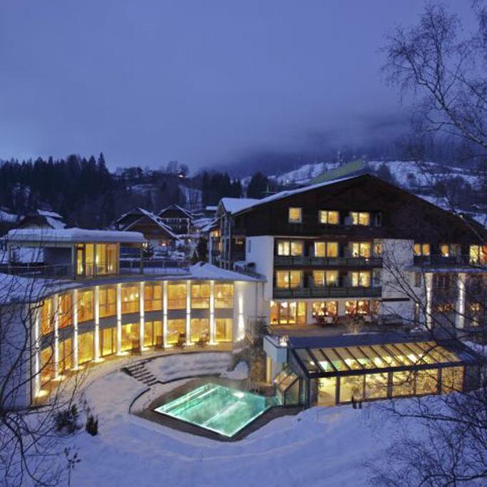 aussenansicht_des_eschenhof_winter_bei_nacht_hotel_eschenhof-bildhotel-eschenhof-pr-1
