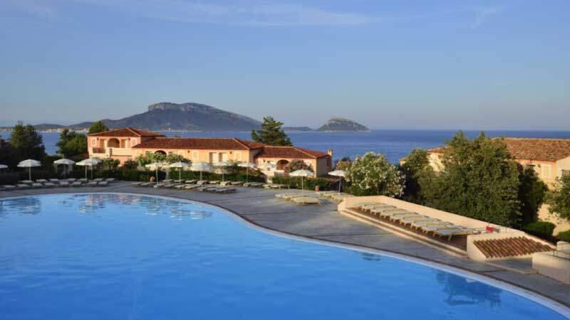 Pool mit Panoramaausblick aufs Meer c andrea getuli VOIhotels