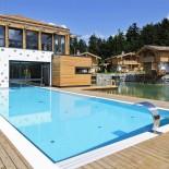 Badehaus und Pool